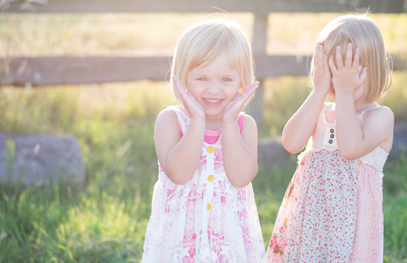 peekaboo, peekaboo photos, sister portraits, twin photography, meagan  baker photography