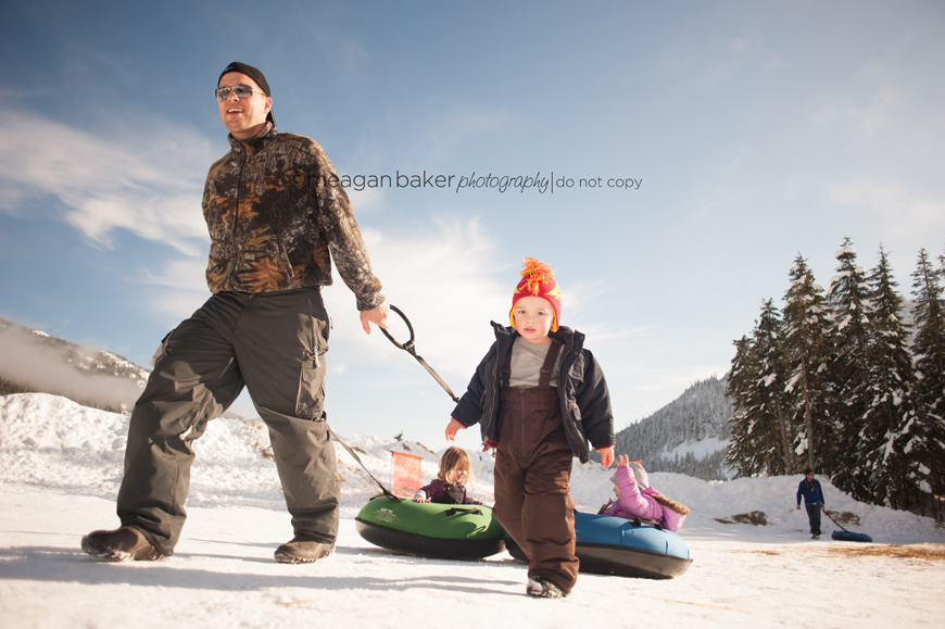 family photography, lifestyle photography, snow photography, wide angle lens, vancouver family photographer
