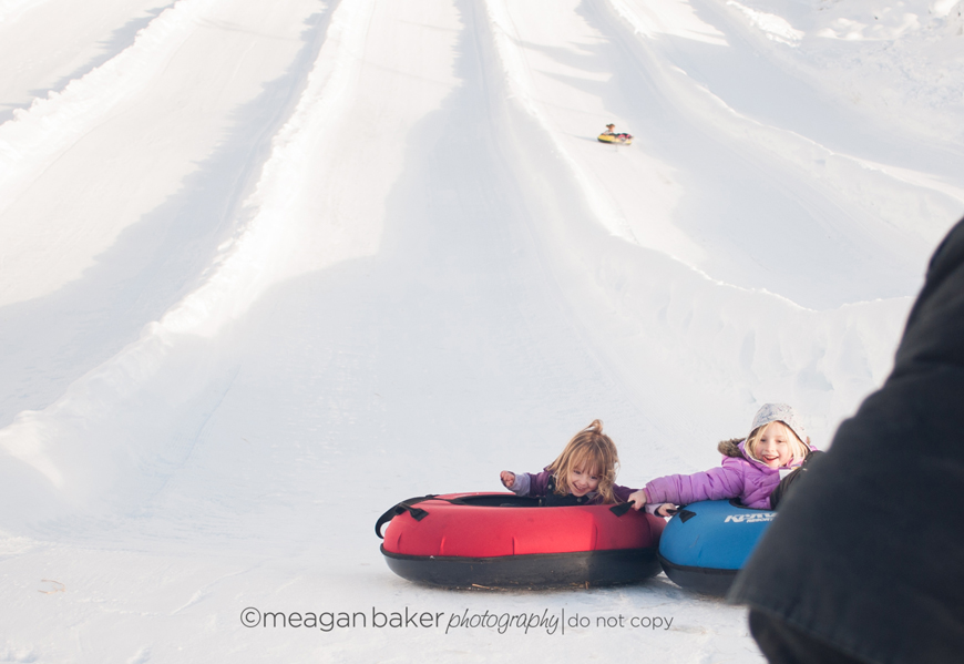 snapsot, family photography, candid family photography, snow photography, hemlock tubing