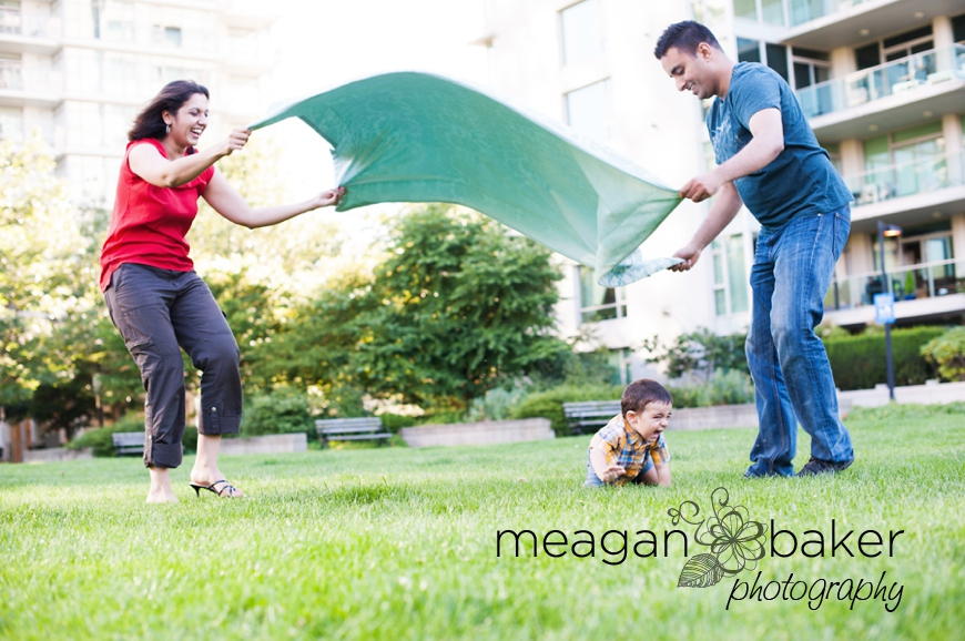vancouver child photographer, child portraits in grass, backlit portrait, sunny day photos, family pictures vancouver, family photographer in vancouver, meagan baker photography_0005