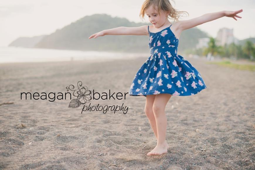 family photos, beach portraits, family beach photos, family pictures at the beach, beach portraits, vancouver family photographer_0008