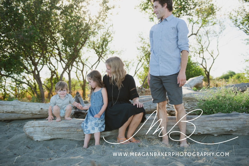 ladner-family-photographer-vancouver-family-photographer-langley-family-photographer-south-surrey-family-photographer-candid-photography-meagan-baker-photography_0001