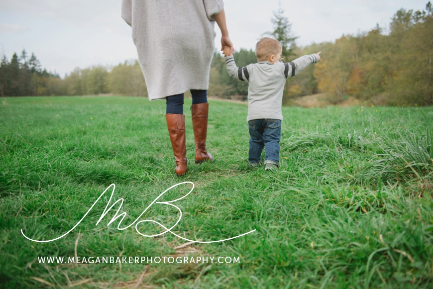 mom-and-me-photo-session-south-surrey-family-photographer-vancouver-family-photographer-langley-family-photographer-vancouver-family-photos-photos-with-ice-cream_0005